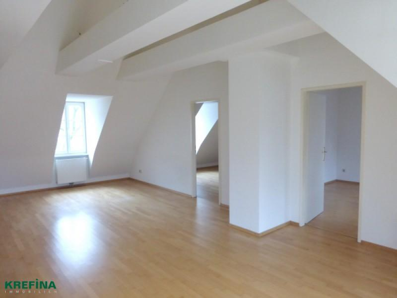 Günstige DG-Wohnung mit Balkon