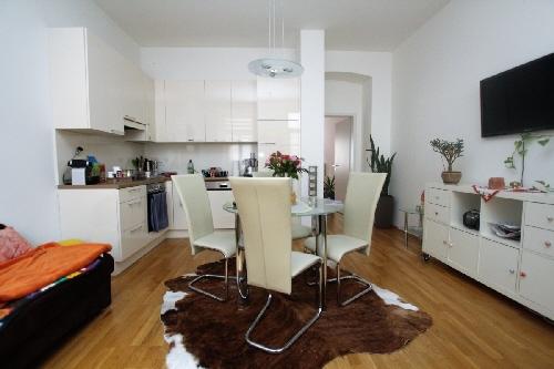 sehr g nstige 2 zimmer wohnung mit balkon wohnung mieten haus kaufen privatimmobilien. Black Bedroom Furniture Sets. Home Design Ideas