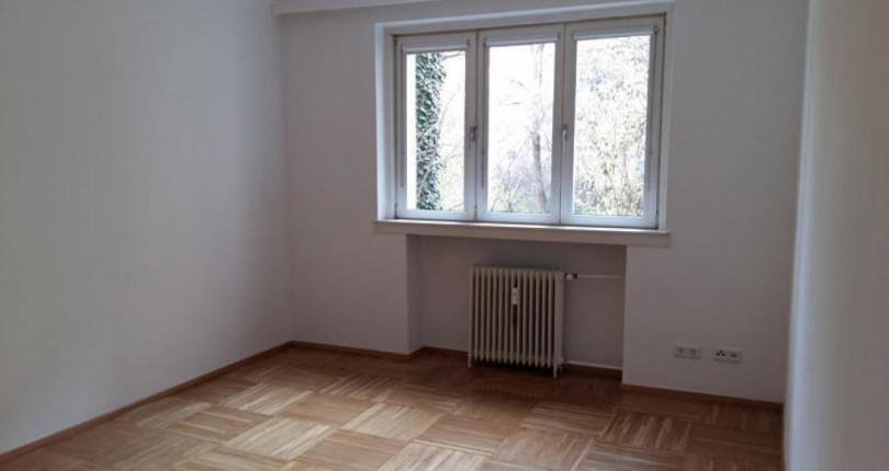 Provisionsfreie und frisch renovierte 3 Zimmer Wohnung im 19.