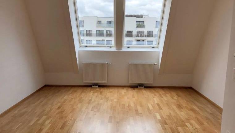 Tolle 2-Zimmer-Dachgeschoßwohnung direkt bei der U3