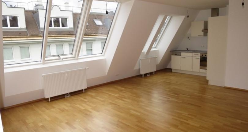 Sonnige 2-Zimmer-Dachgeschoßwohnung nahe Landstraße