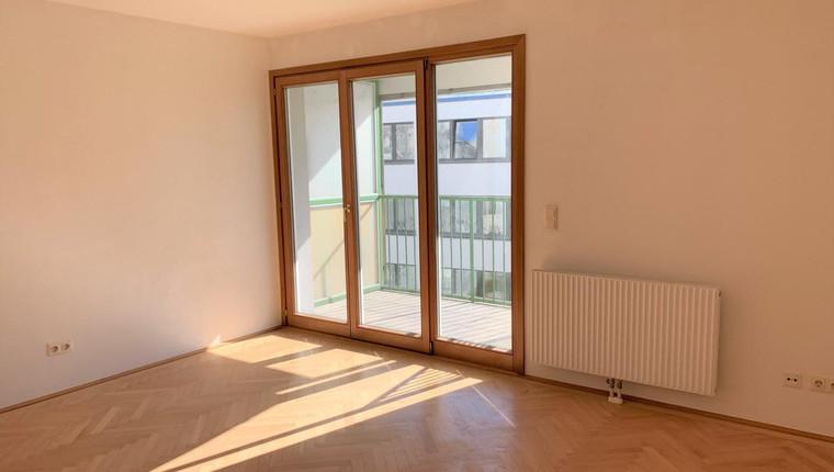 1 Zimmerwohnung nähe Mariahilferstraße mit Balkon in den Innenhof