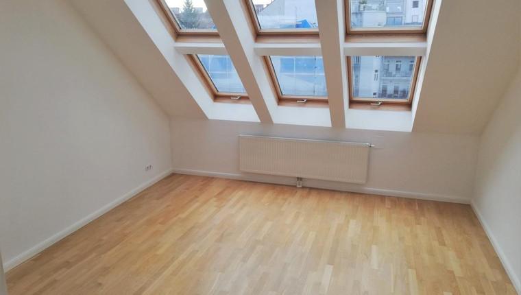 AUGENSCHMAUS: Helles Dachgeschoss Studio