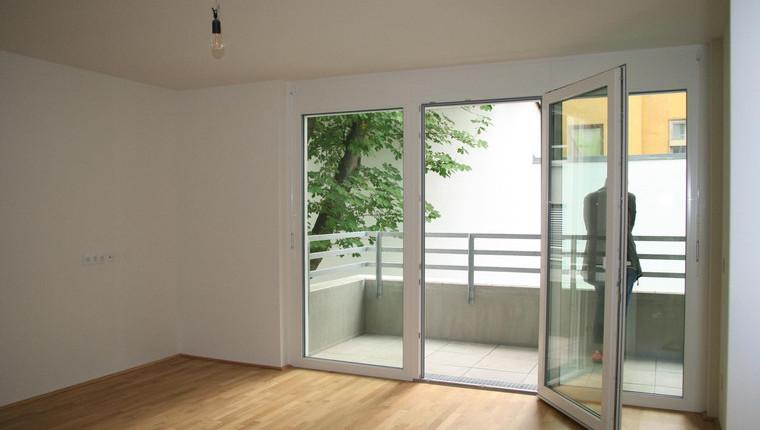 Provisionsfreier Erstbezug: 2-Zi Wohnung mit südseitigem Balkon
