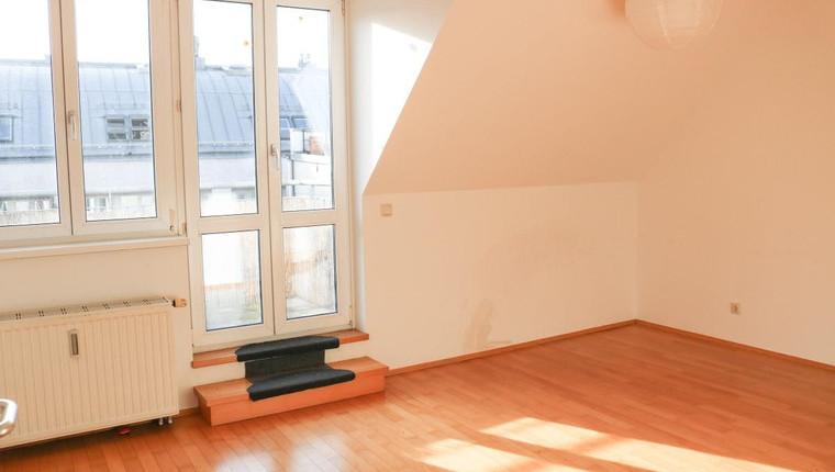 Sonnige DG-Wohnung mit kleiner Terrasse
