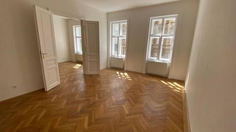 Preiswerte Altbauwohnung in Top-Lage 1070 Wien