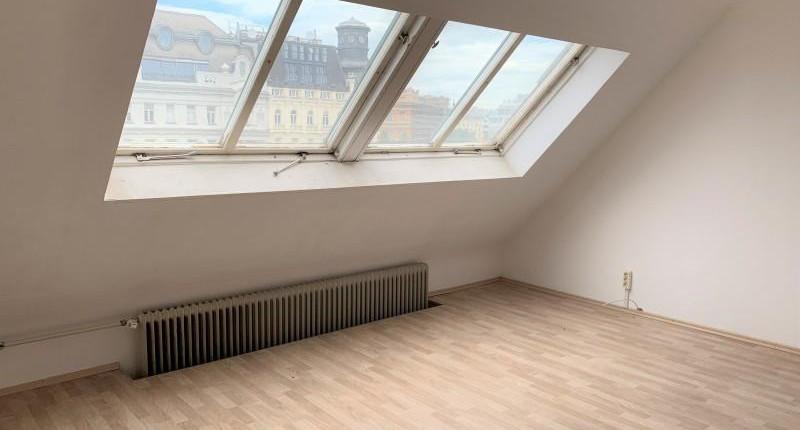 Sonnige 1-Zimmer-Dachgeschoßwohnung beim Naschmarkt