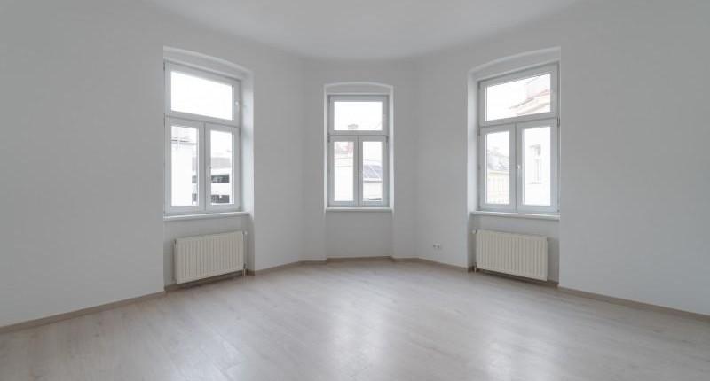 Schöne Altbauwohnung mit großem Eckzimmer