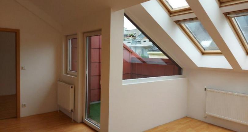 Preiswerte DG-Wohnung mit Terrasse