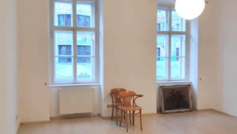 UNTER 500€: 1 Zimmer mit großer Eckbadewanne