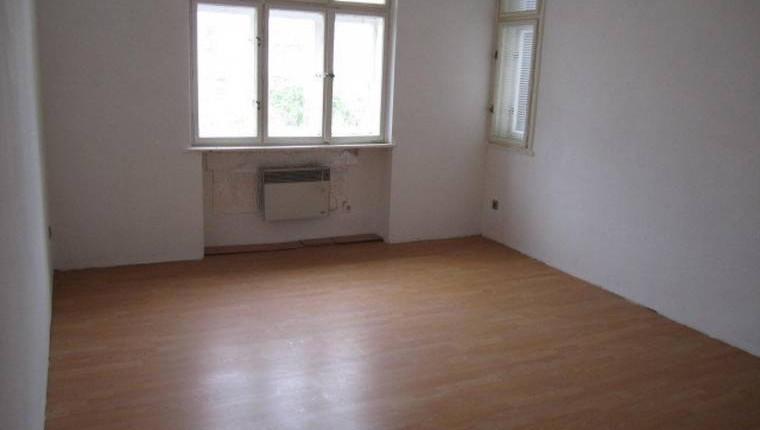UNTER. 400€: 1 Zimmer Wohnung