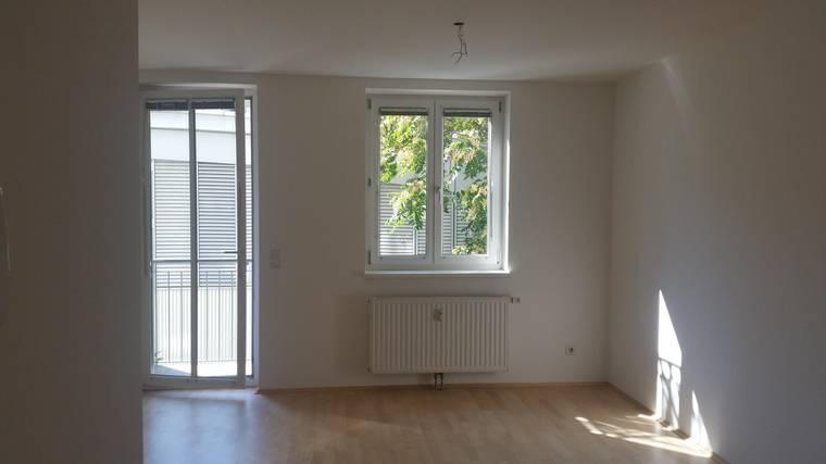 Helle 2-Zimmer-Neubau-Wohnung mit Balkon