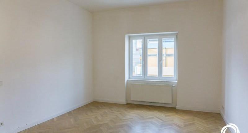 750€: 2 Zimmerwohnung 72qm an der U6