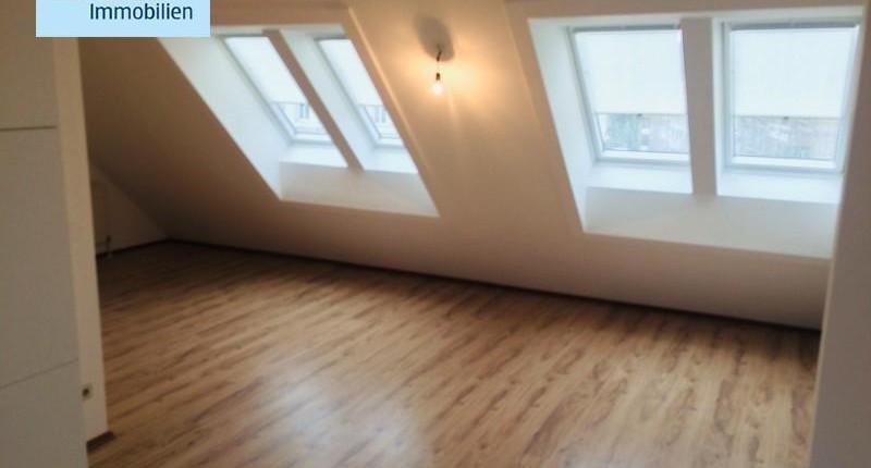Helle, moderne Dachgeschosswohnung