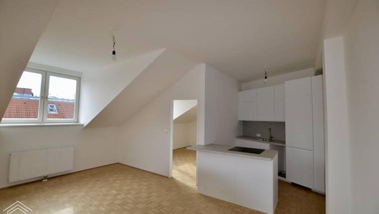 Erstbezug nach Sanierung – sehr helle 3-Zimmer Wohnung