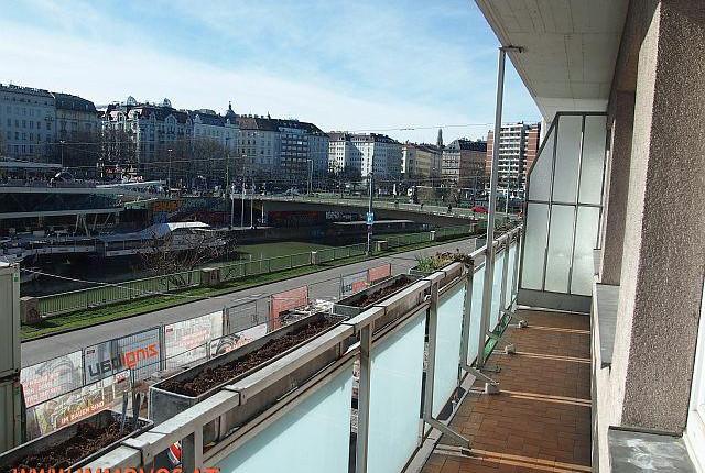 Südseitige Neubauwohnung mit Balkon über dem Donaukanal