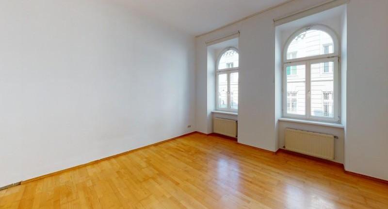 Große, helle 1 1/2 Zimmer Wohnung