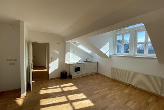 Günstige und sonnige DG-Wohnung in Wien-Hernals
