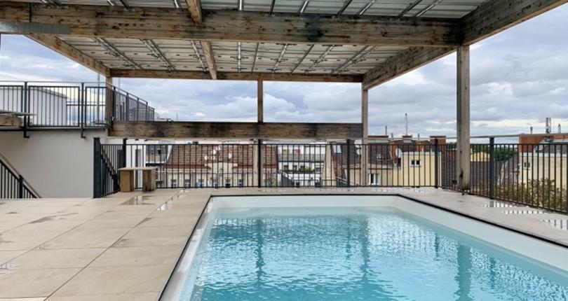 Kompakte Erstbezugs-Wohnung mit Pool auf der Dachterrasse