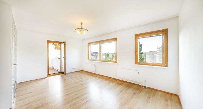 UNTER 800€: 2,5 Zimmerwohnung mit Loggia – Hoflage