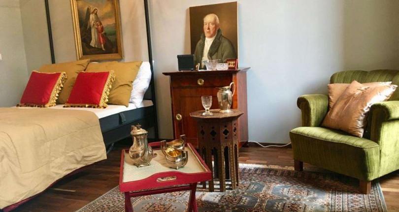 NUR 500€: Sehr schöne, komplett ausgestattete Luxusgarconniere in Stilaltbau