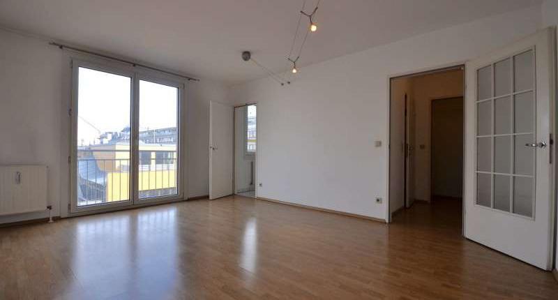 Neubau-Garçonnière mit separatem Küchenbereich