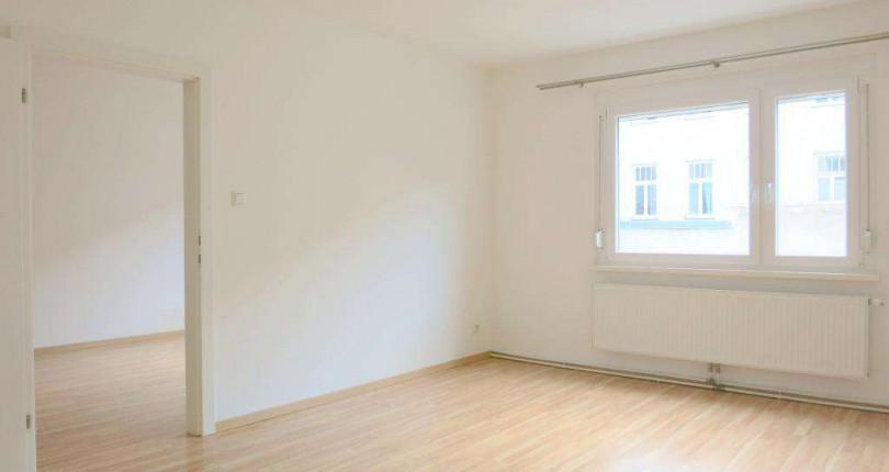 UNTER 700€: Große, helle 2 Zimmerwohnung