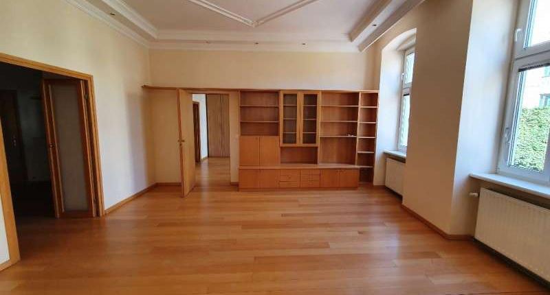 UNTER 800€: Unbefristete, helle, teilmöblierte 3 Zimmer