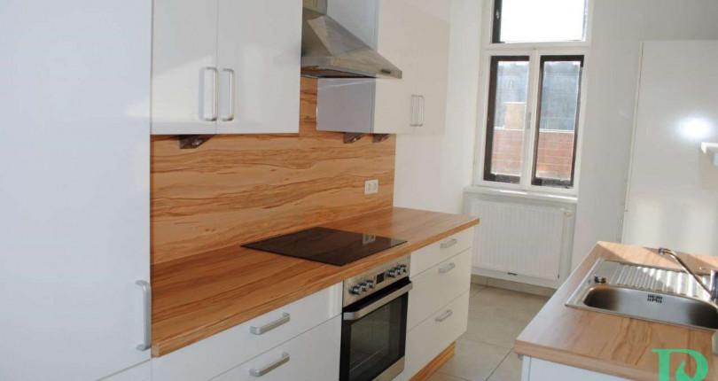 UNTER 750€: Große 2 Zimmerwohnung
