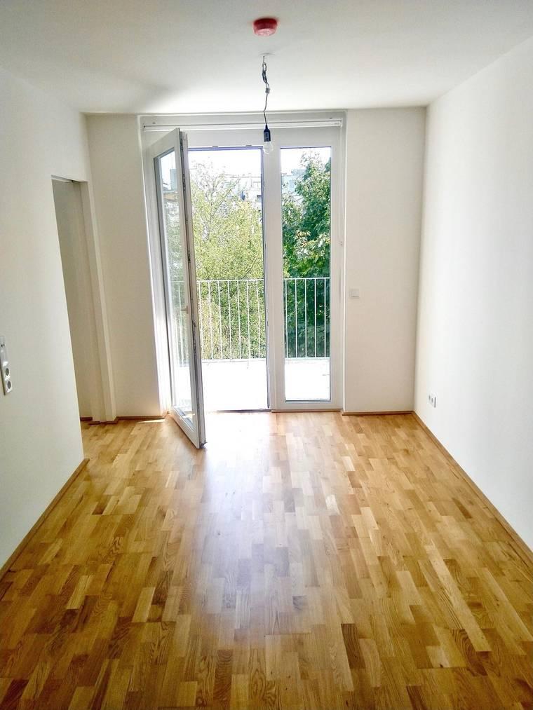 Provisionsfreie 2 – Zimmer Wohnung mit Balkon mit Grünblick – Erstbezug