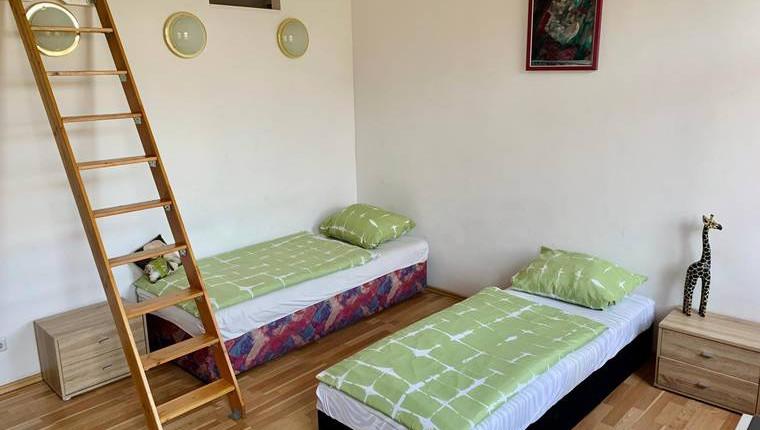 Provisionsfrei: Neurenoviertes Apartment in 1070