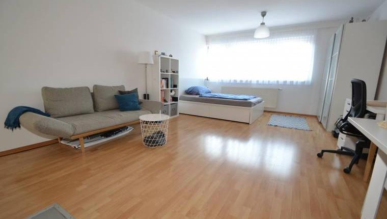 NUR 550€: Modernes DG-Wohnung in zentraler Lage und guter Anbindung